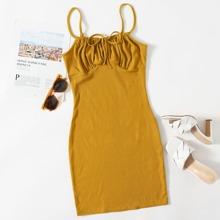 Strick Kleid mit Band vorn und Rueschen auf Bueste