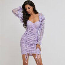 Schulterfreies Kleid mit Kordelzug, Knoten und Spitze