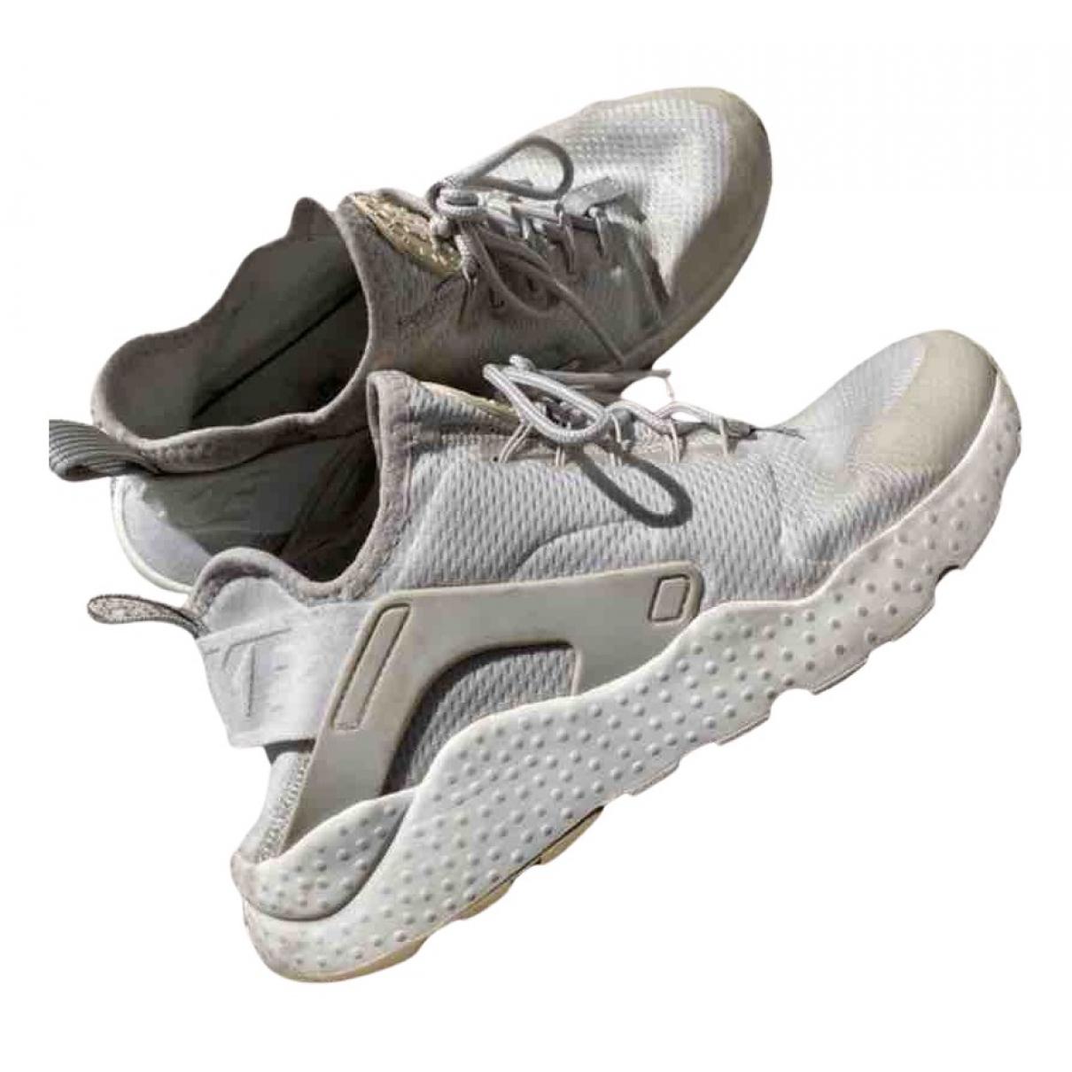 Nike Huarache Sneakers in  Weiss Kautschuk