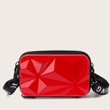 Bolso caja con textura minimalista