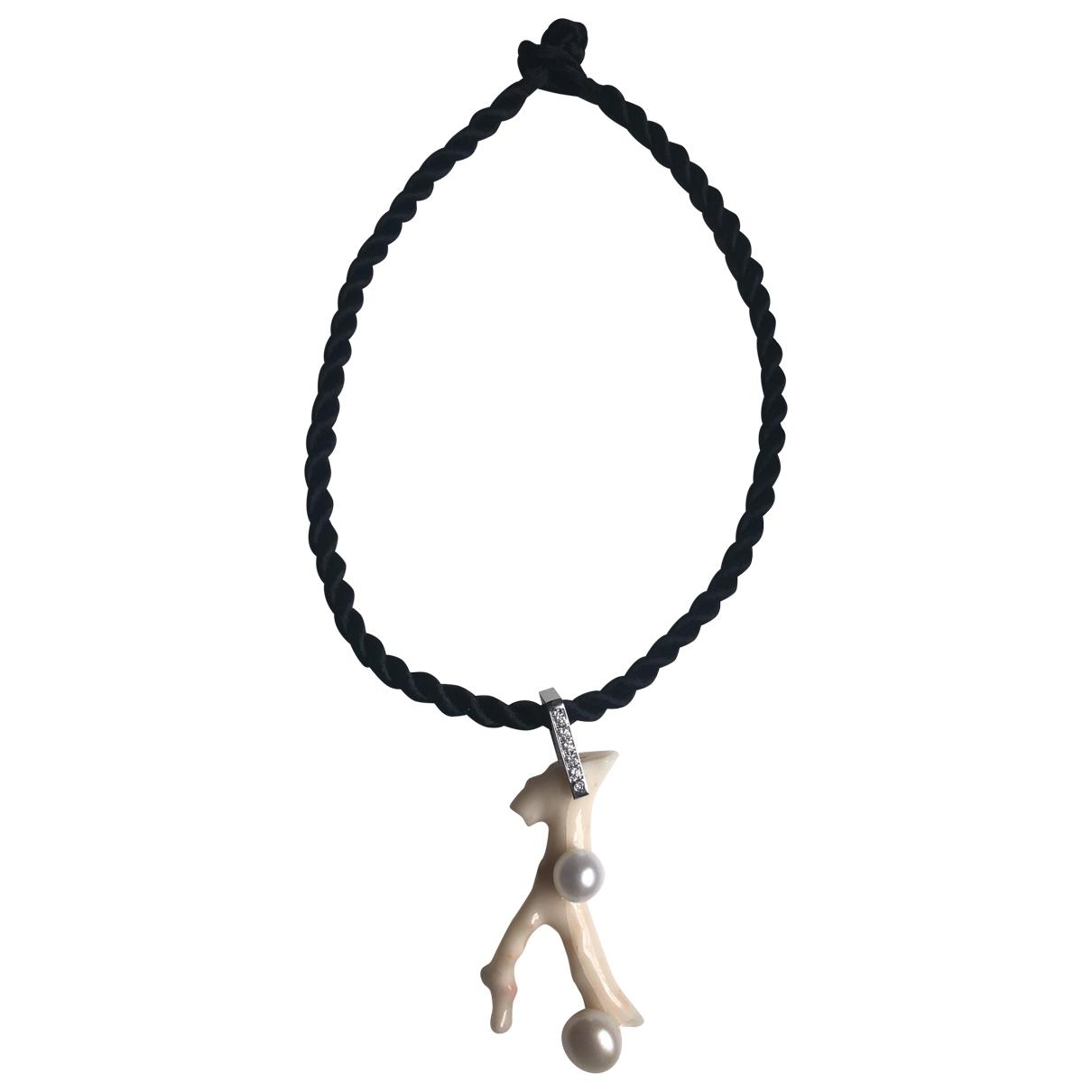 Collar Corail de Platino Non Signe / Unsigned