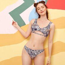 Bikini Badeanzug mit ueberallem Muster und Ausschnitt