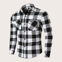 Maenner Hemd mit seitlichen Taschen und Karo Muster