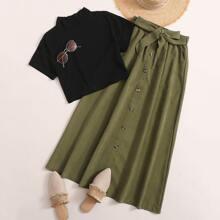 Camiseta de cuello alto con falda con cinturon con boton delantero