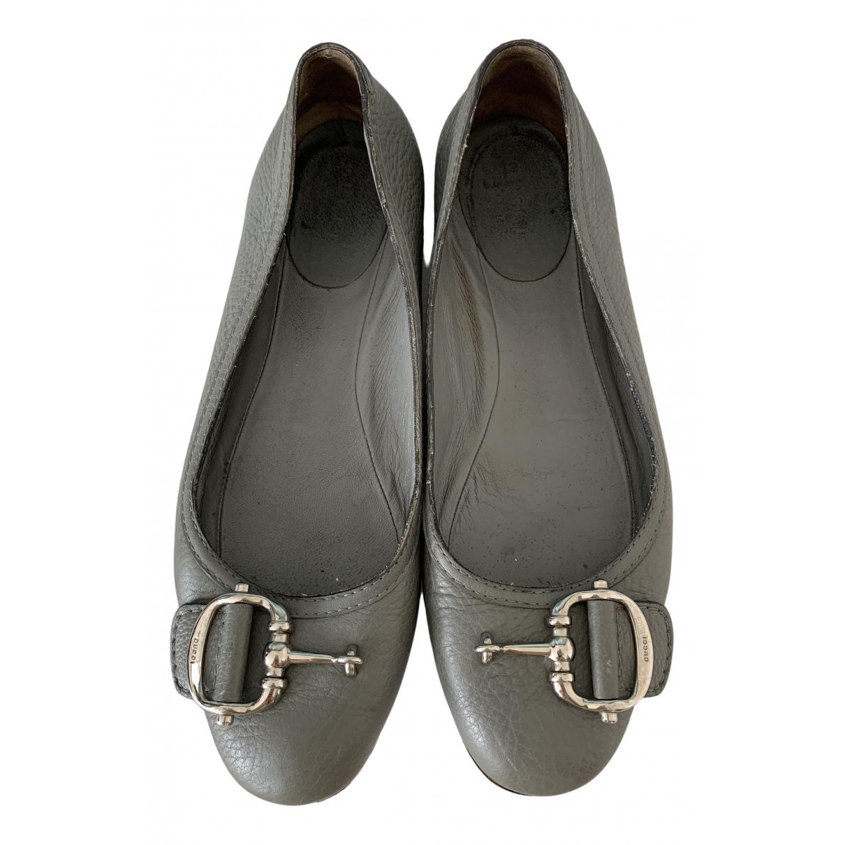 Gucci \N Ballerinas in  Grau Leder