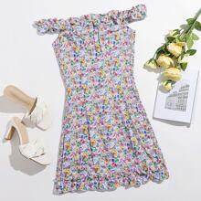 Schulterfreies Kleid mit Rueschenbesatz und Bluemchen Muster