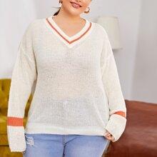 Pullover mit Kontrast Saum und sehr tief angesetzter Schulterpartie