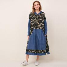 Kleid mit sehr tief angesetzter Schulterpartie, Camo Muster, Taschen Flicken und Kapuze