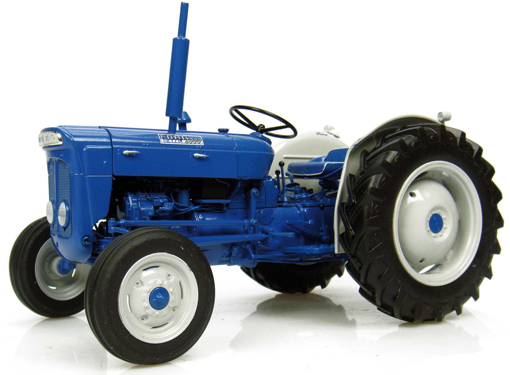 Fordson Super Dexta Diesel 2000 Tractor (U.S. Version) 1/16 Diecast Model by Universal Hobbies