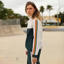 Conjunto cazadora de dos colores con cinta con arcoiris con pantalones