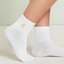 Socken mit Mond Stickereien