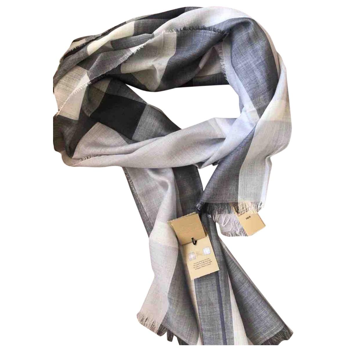 Burberry \N Schal in  Grau Wolle