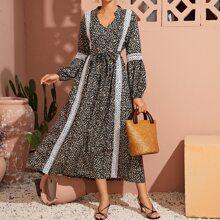 A-Linie Kleid mit Bluemchen Muster, Kontrast Guipure Spitze und Guertel