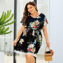 Grosse Grossen - Kleid mit Blumen Muster, Quasten und Selbstband