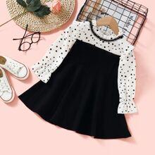 Kleid mit Punkten Muster und Rueschen auf Kragen