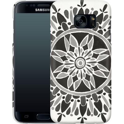Samsung Galaxy S7 Smartphone Huelle - Mandala Black von Cat Coquillette