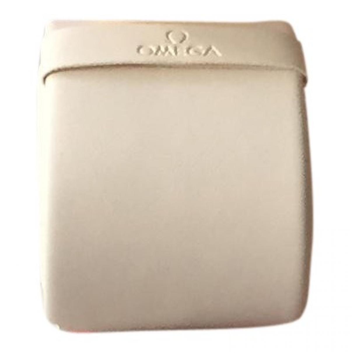 Omega - Objets & Deco   pour lifestyle en cuir - beige