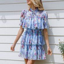Kleid mit Halsband, Puffaermeln, mehrschichtigem Raffungsaum und Blumen Muster