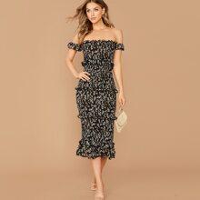 Schulterfreies Kleid mit Ruesche und Bluemchen Muster