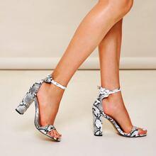 Sandalen mit Schlangenleder Muster