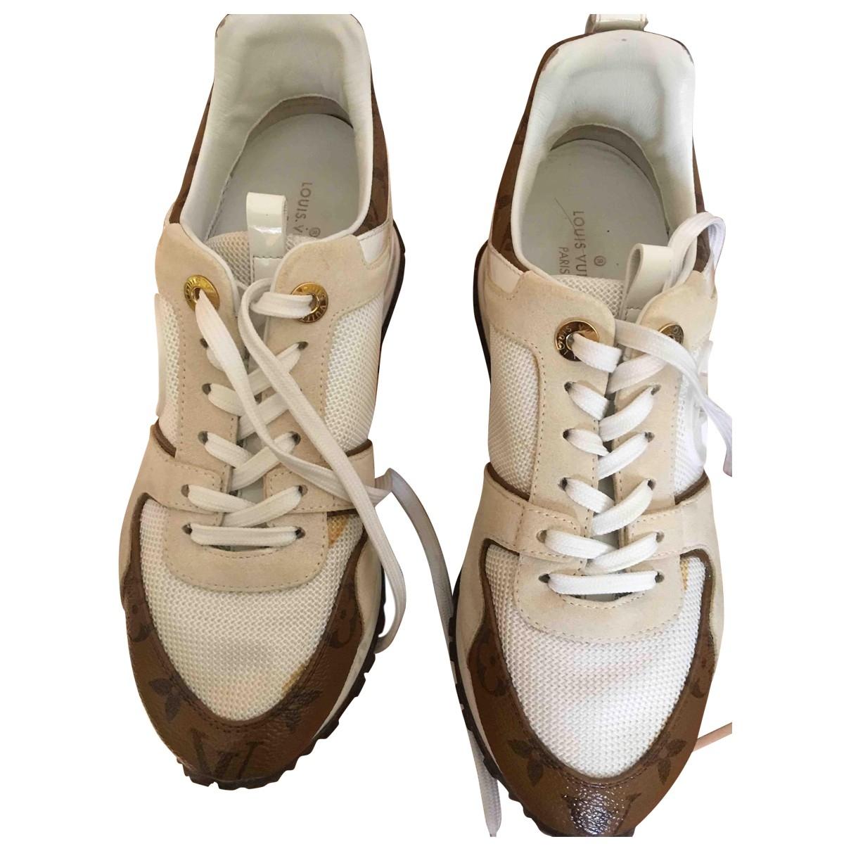 Louis Vuitton Run Away Sneakers in  Weiss Leder