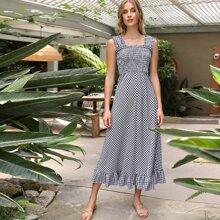 Figurbetontes Kleid mit Rueschenbesatz und Karo Muster
