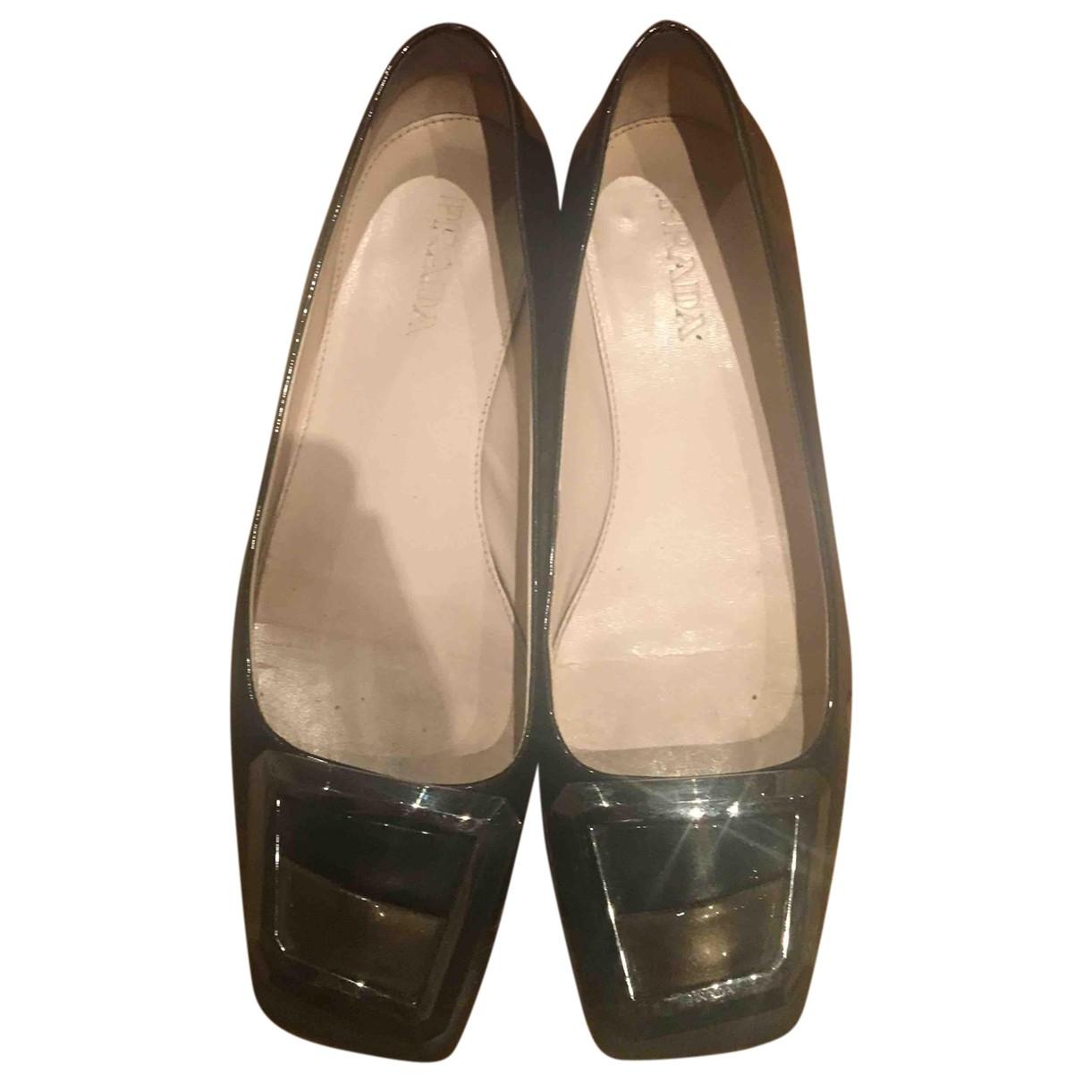 Prada \N Ballerinas in  Gold Lackleder