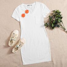 Figurbetontes Kleid mit V-Kragen und Taschen Flicken
