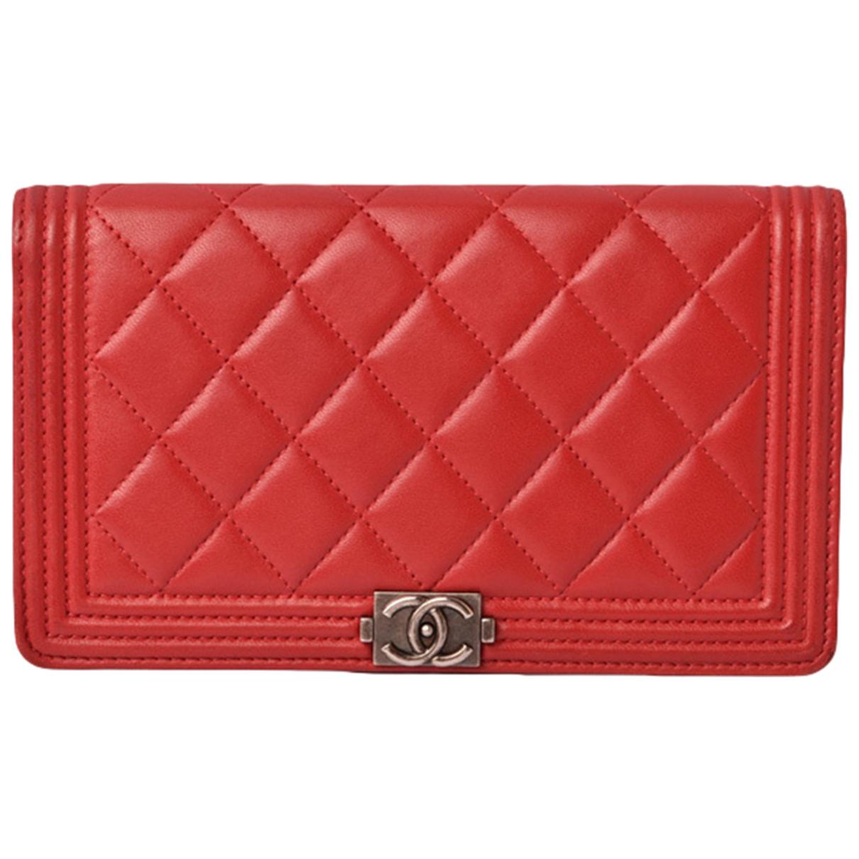 Chanel - Portefeuille Boy pour femme en cuir - rouge