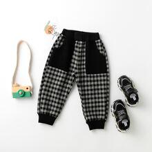 Jogginghose mit Karo Muster und schraegen Taschen