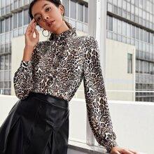 Camisa de leopardo ribete fruncido
