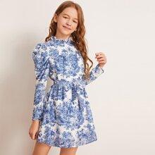 Maedchen Kleid mit Landschaft Muster, Gigotaermeln und Selbstguertel