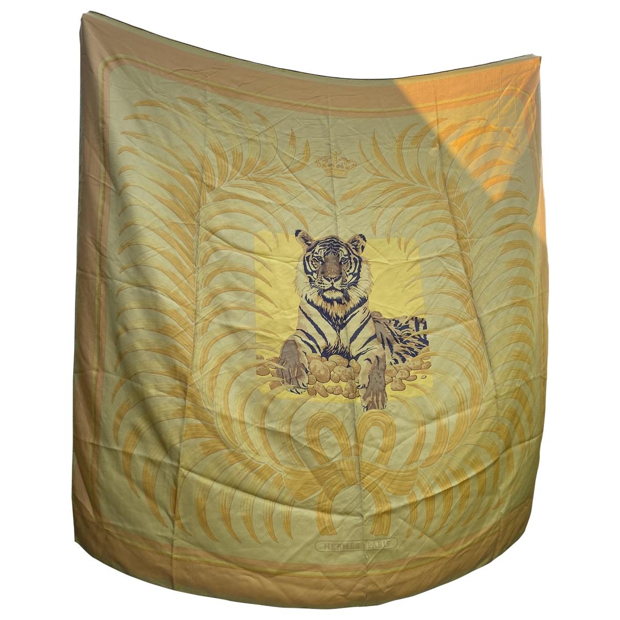 Hermes Chale 140 Schal in  Gold Seide