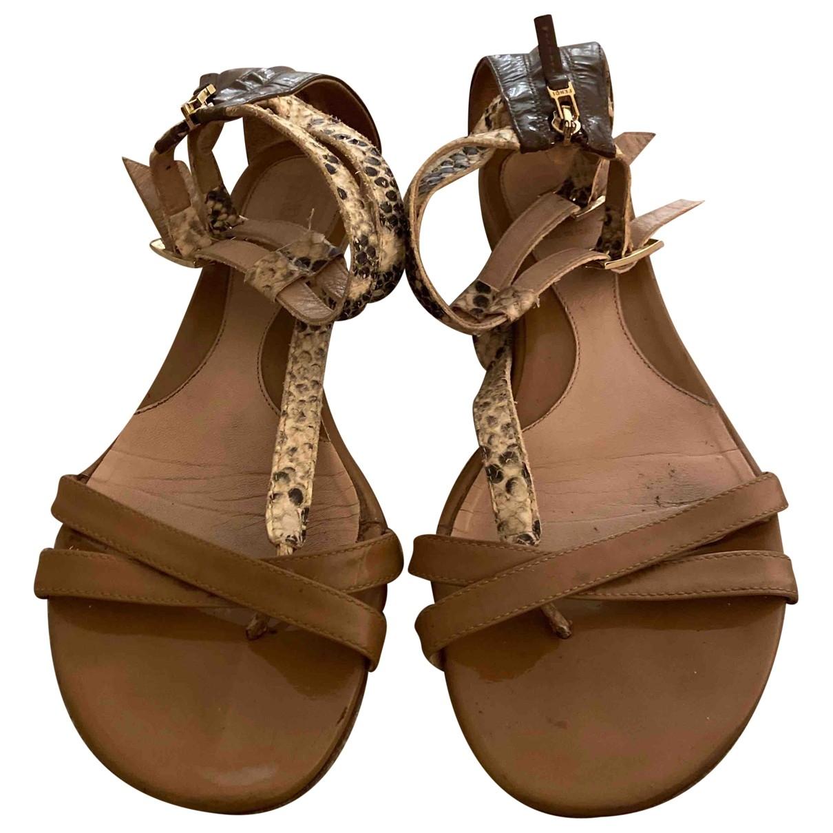 Fendi \N Sandalen in  Beige Leder