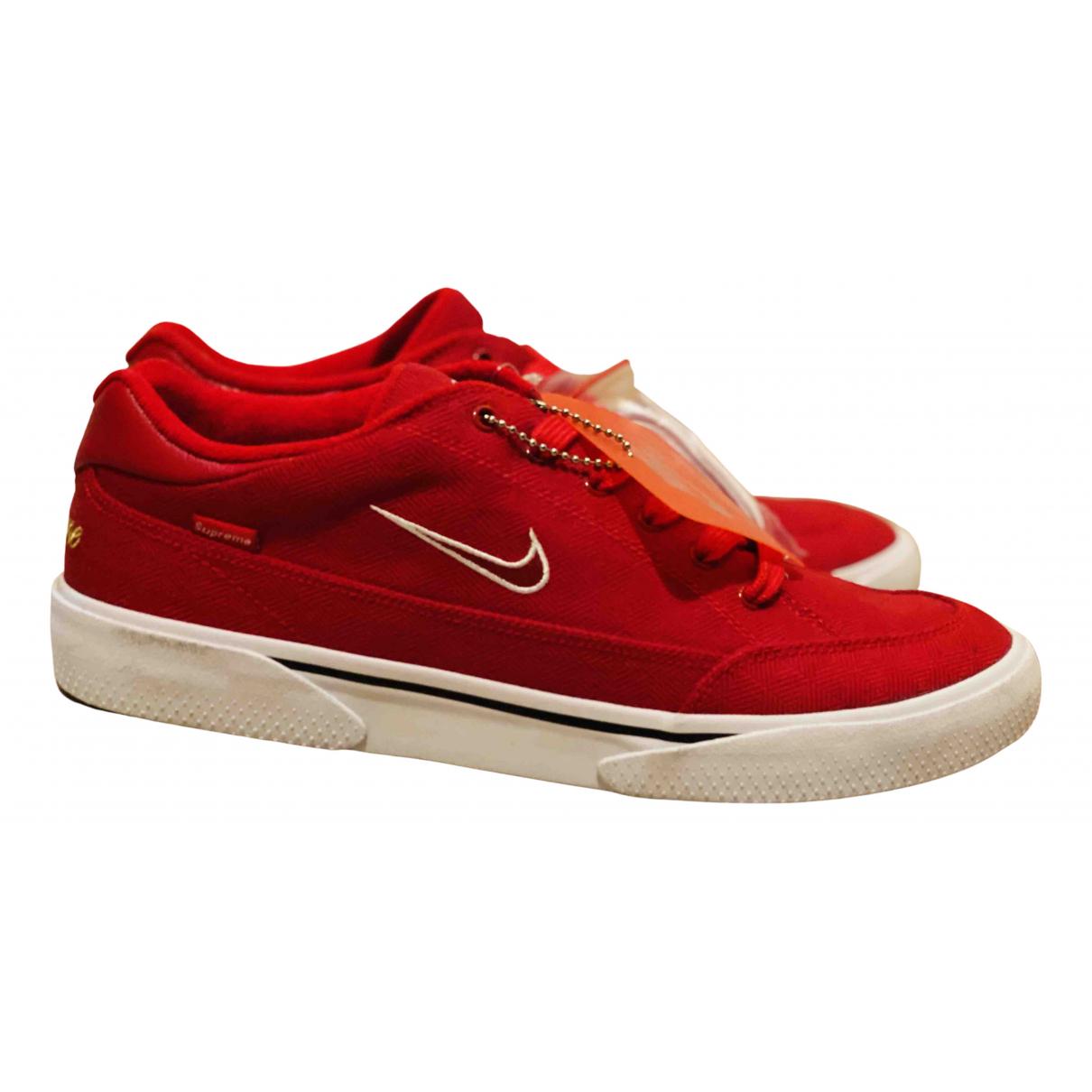 Nike X Supreme \N Sneakers in  Rot Leinen