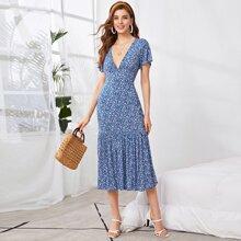 Kleid mit Flatteraermeln, Raffungsaum und Bluemchen Muster
