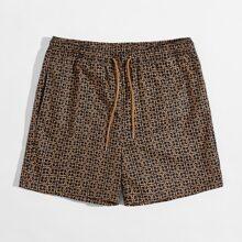 Shorts mit Kordelzug um die Taille, schraegen Taschen und Geo Muster