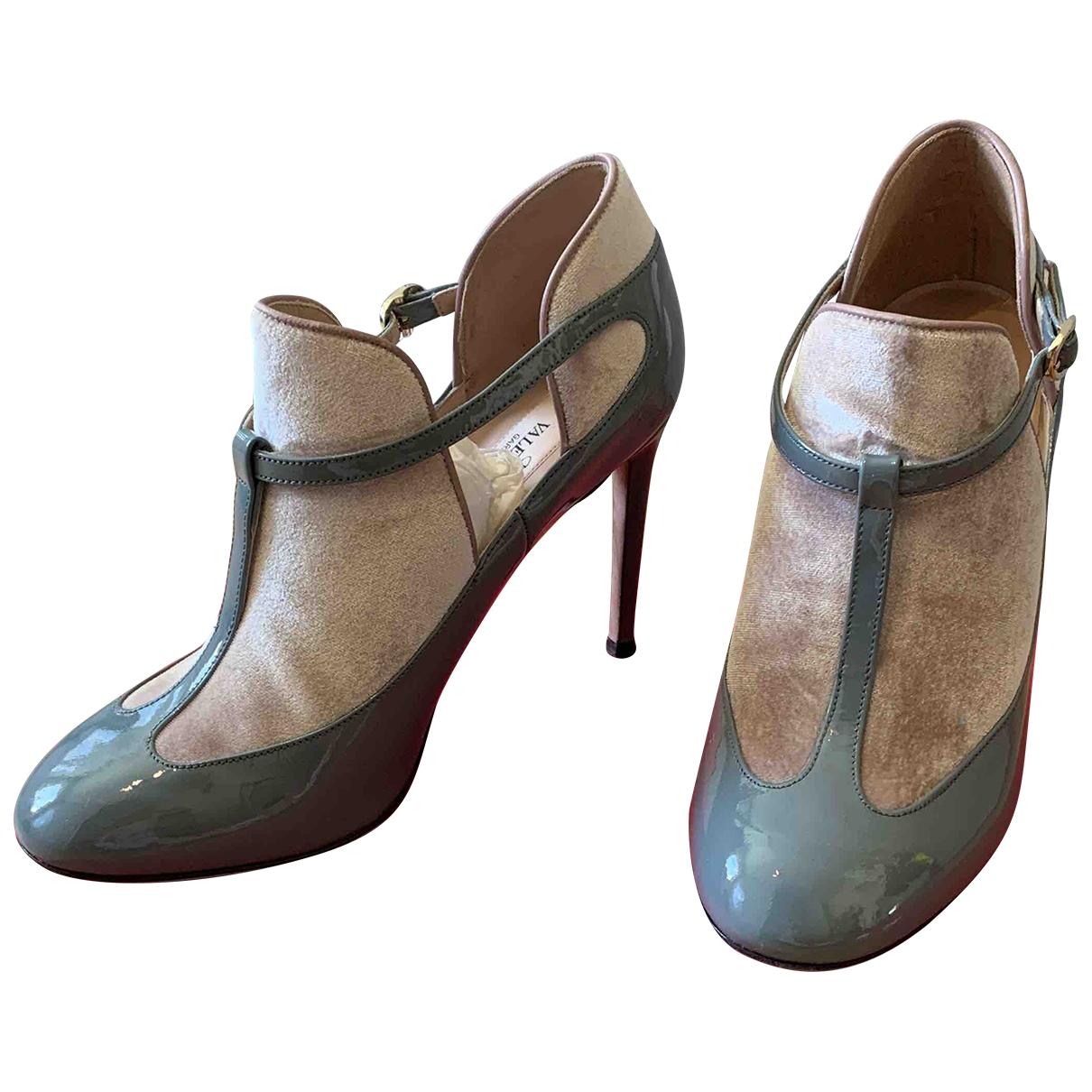 Valentino Garavani - Boots   pour femme en cuir verni - gris