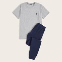 Maenner Schlafanzug Set mit Hirsch Stickereien und schraegen Taschen