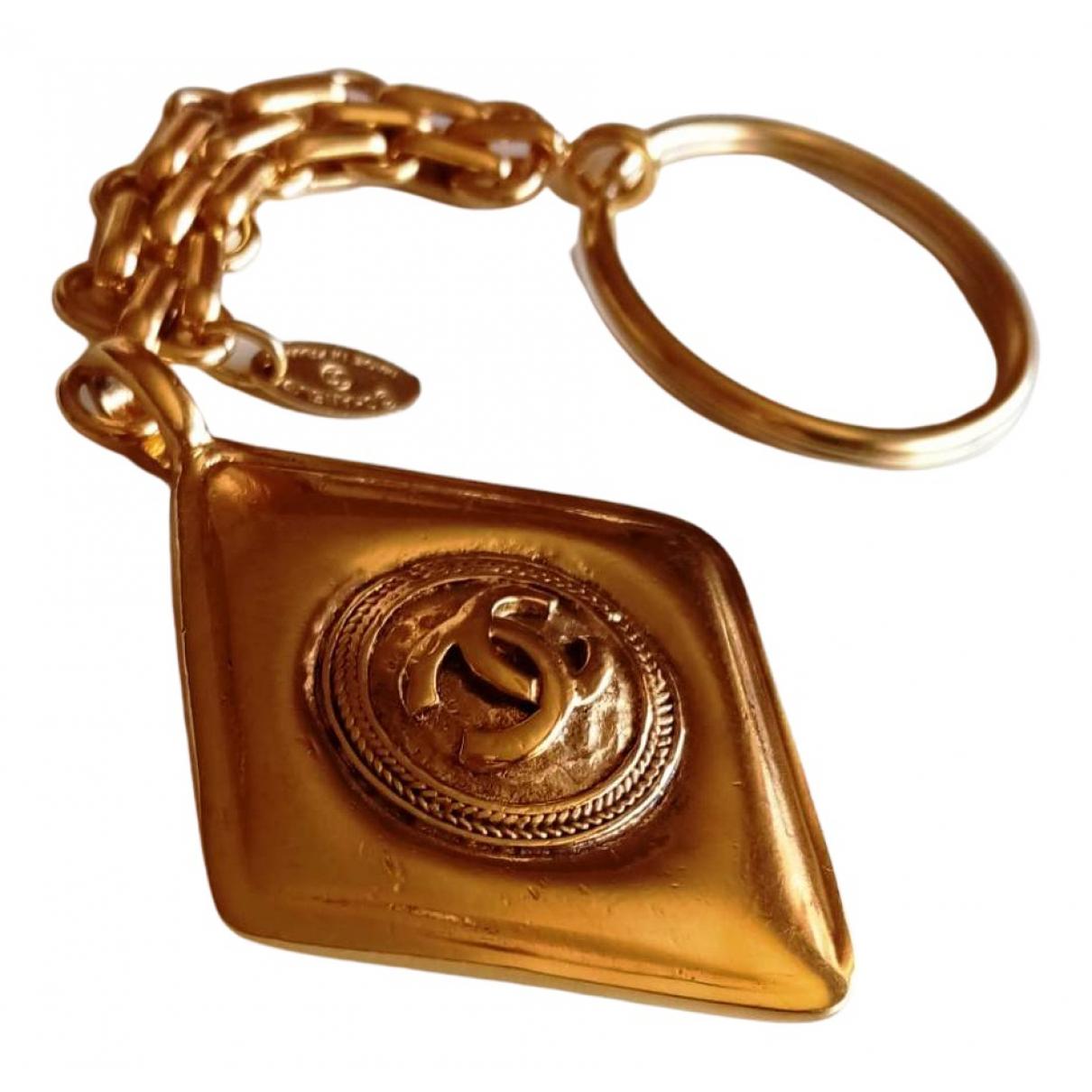 Chanel CC Taschenschmuck in  Gold Metall