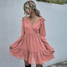 Kleid mit Konfetti Herzen Muster, V-Kragen vorn und Rueschen