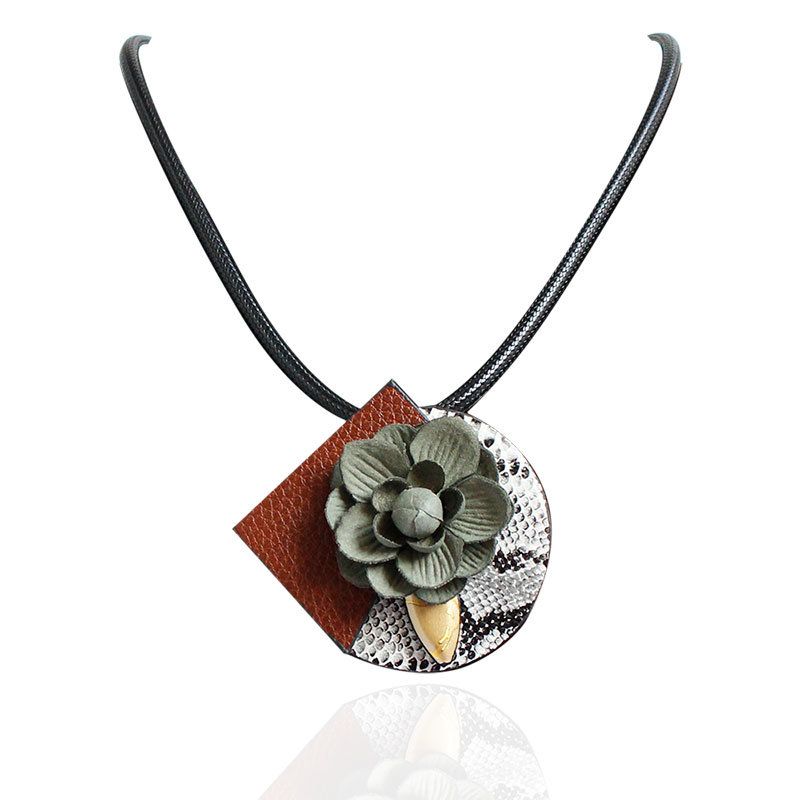 Sweet Trendy Necklace Leather Flower Brooch Necklace