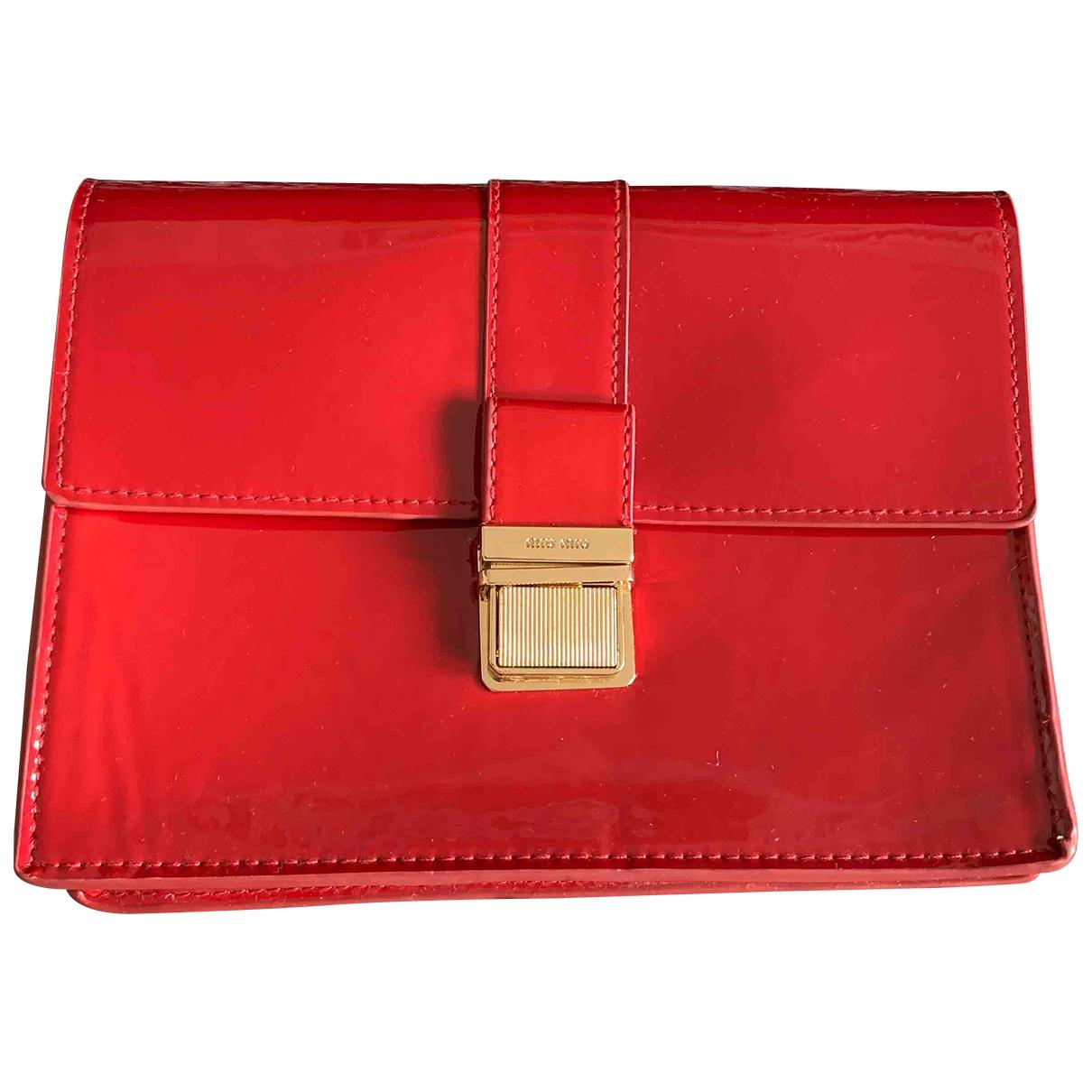 Miu Miu \N Clutch in  Rot Kunststoff