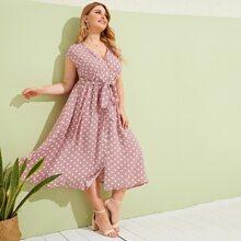 Ubergrosses Kleid mit Punkte Muster, Knopfen vorn und Guertel