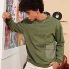 Sweatshirt mit Taschen Klappe und sehr tief angesetzter Schulterpartie