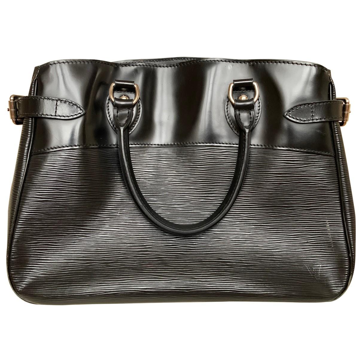 Louis Vuitton Passy Handtasche in  Schwarz Leder