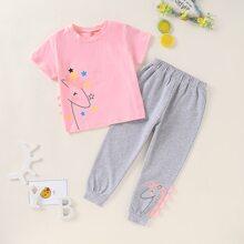 Camiseta de niñitas grafica con dibujos animados con pantalones deportivos