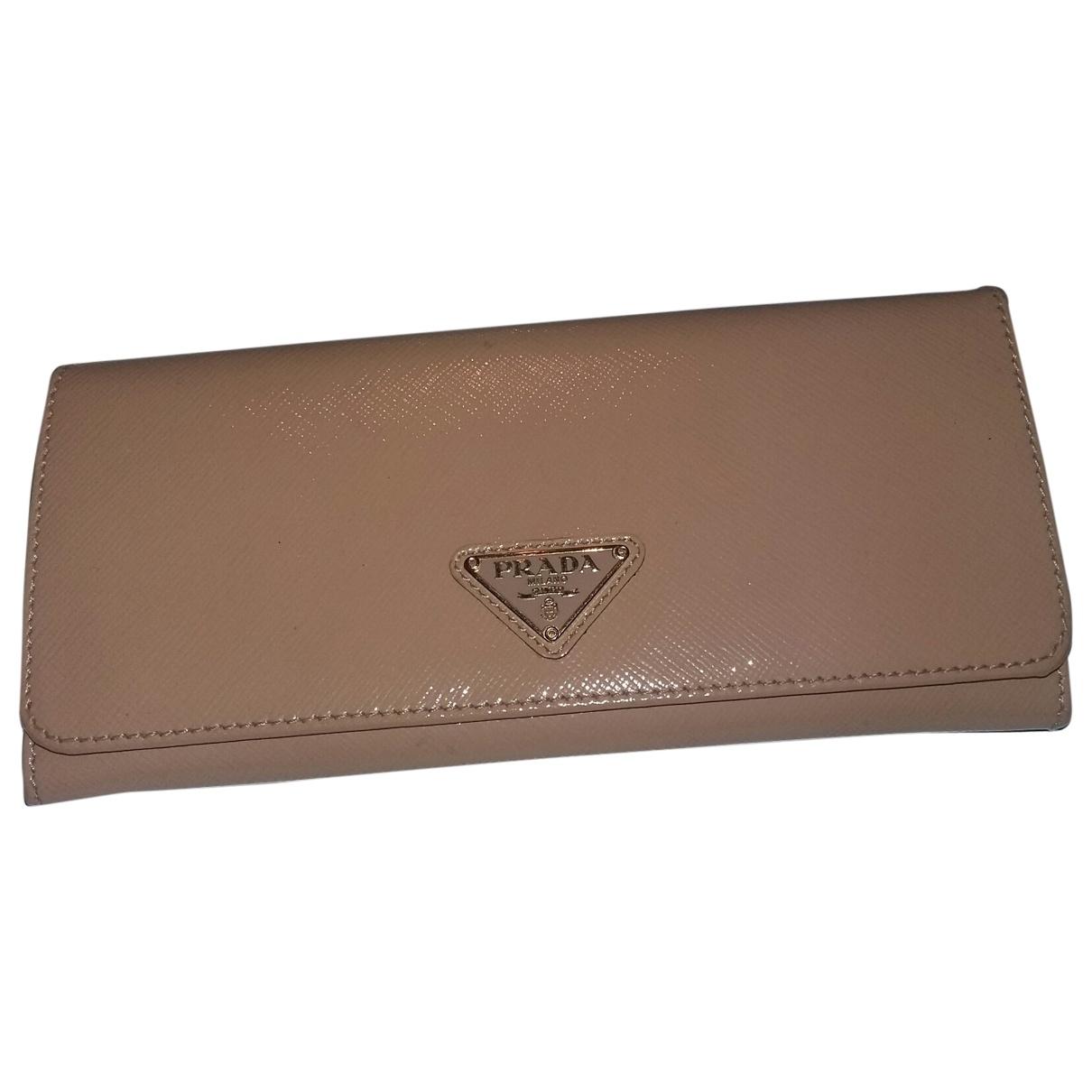 Prada - Portefeuille   pour femme en cuir verni - rose