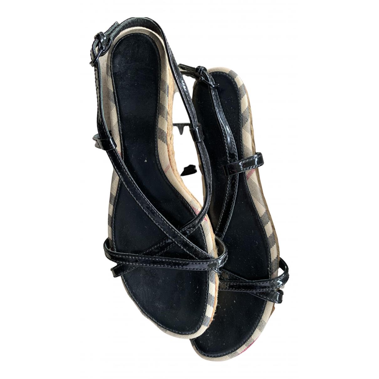 Burberry - Sandales   pour femme en cuir verni - noir