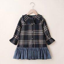 Kleid mit Karo Muster und Rueschenbesatz